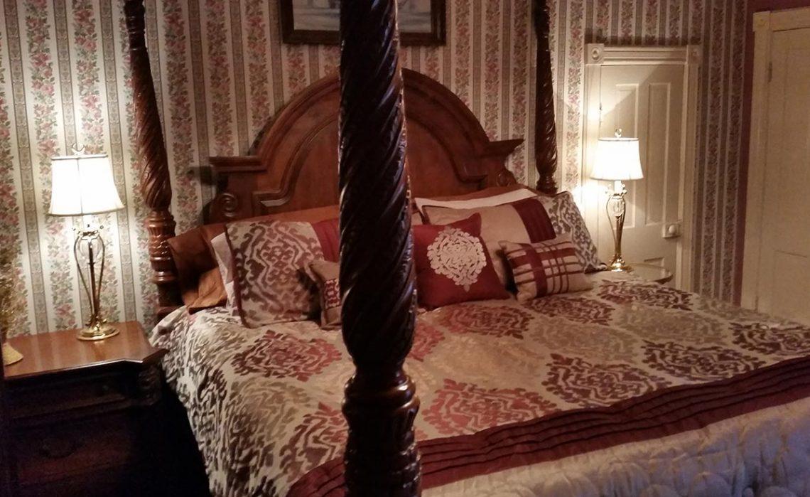 Bridgeford House Captain Bridgeford Room King Size Bed