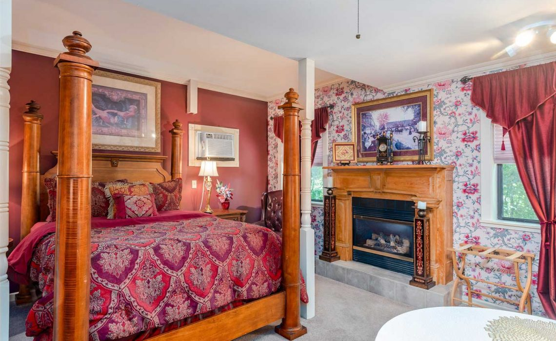 Bridgeford House Georgianna Suite Queen Size Bed