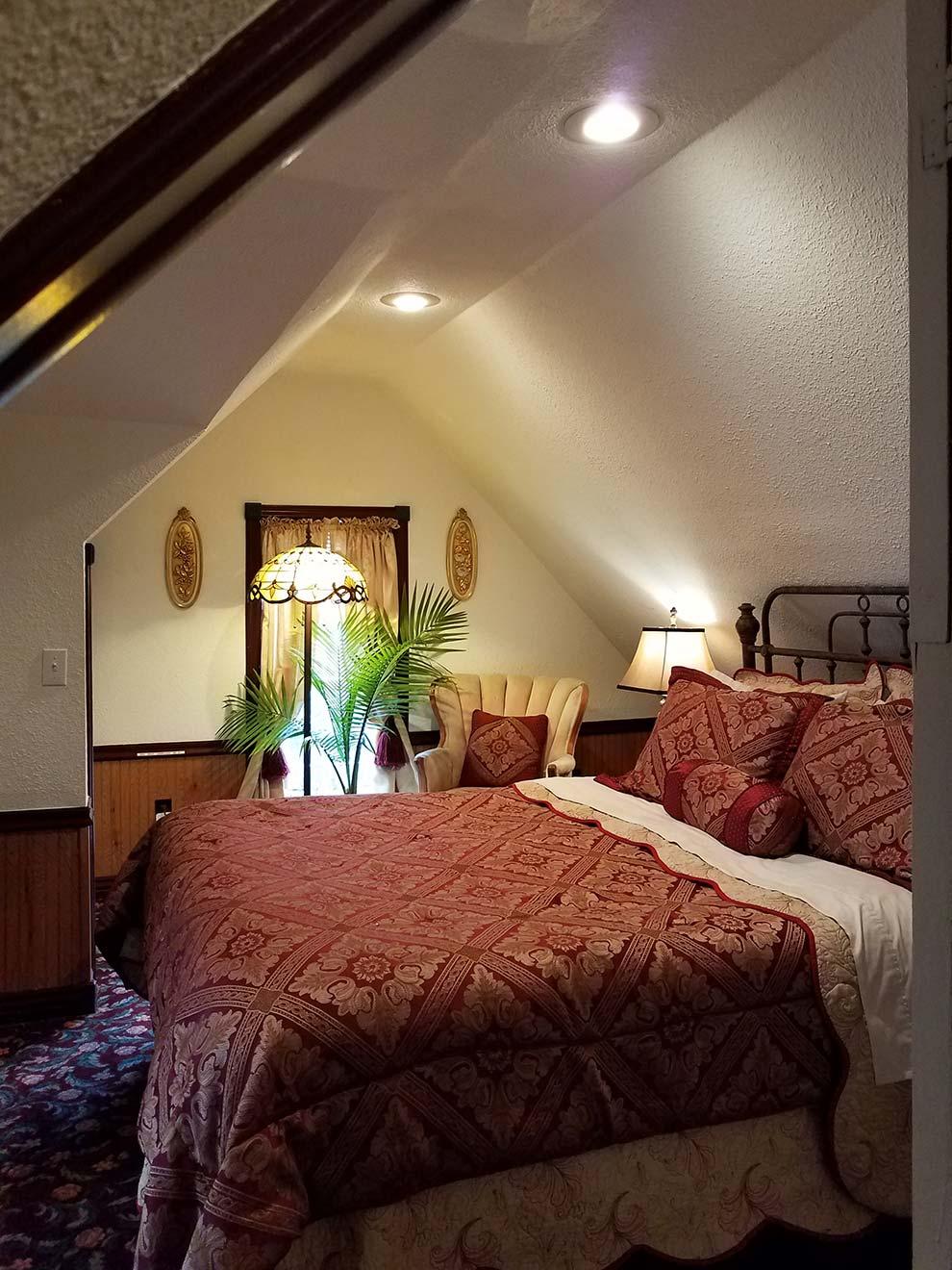 Queen Bedroom Suite: Bridgeford House Bed & Breakfast